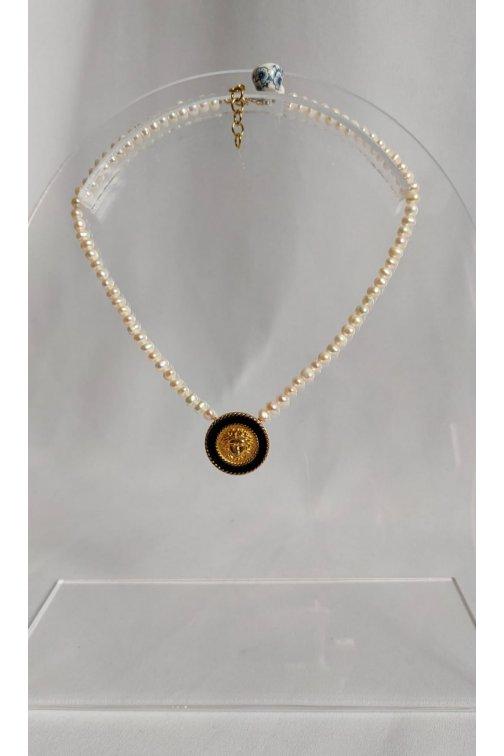 Collier perles d'eau douce et bouton Versace